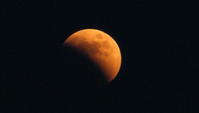 luna-scomparsa-cielo-vulcani