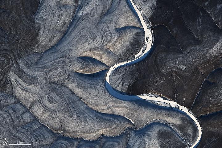 motivi a strisce sul terreno in Siberia