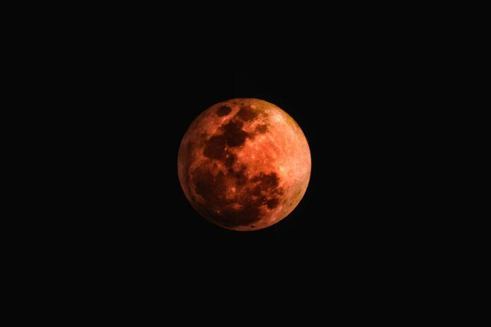 superluna, luna dei fiori